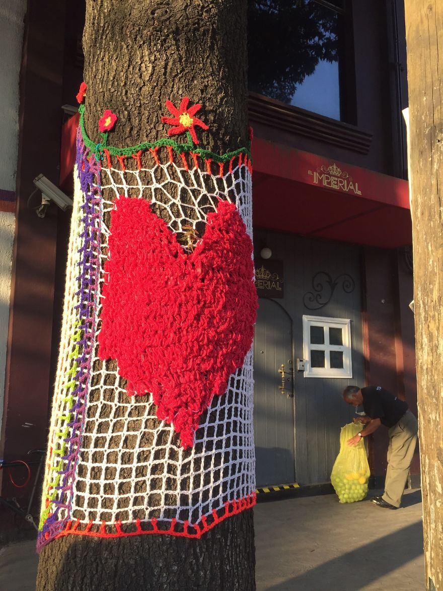 Yarnbombing In Álvaro Obregón Avenue, In The Neighborhood Of La Condesa, In Front Of El Imperia Bar That Served As A Shelter 24/7 For The Rescuers And Families Of The Building That Collapsed Across The Street Where More Than 50 People Were Killed