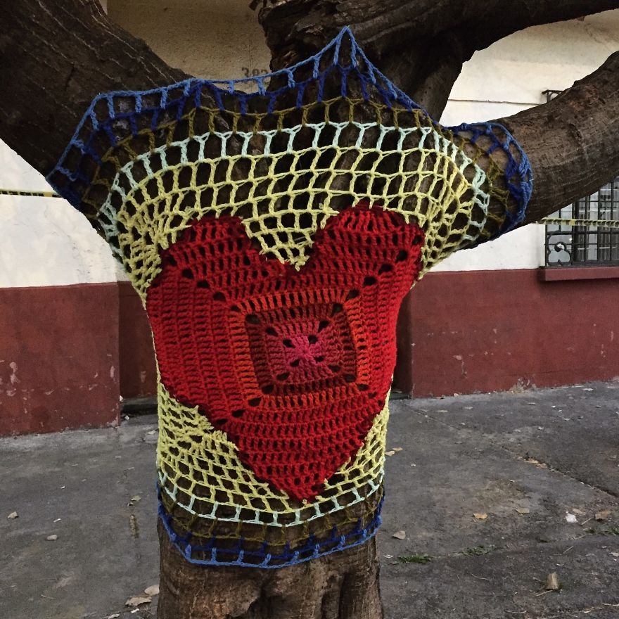 Yarnbombing In Córdova Street, In The Neighborhood Of La Roma Where One Building Collapsed