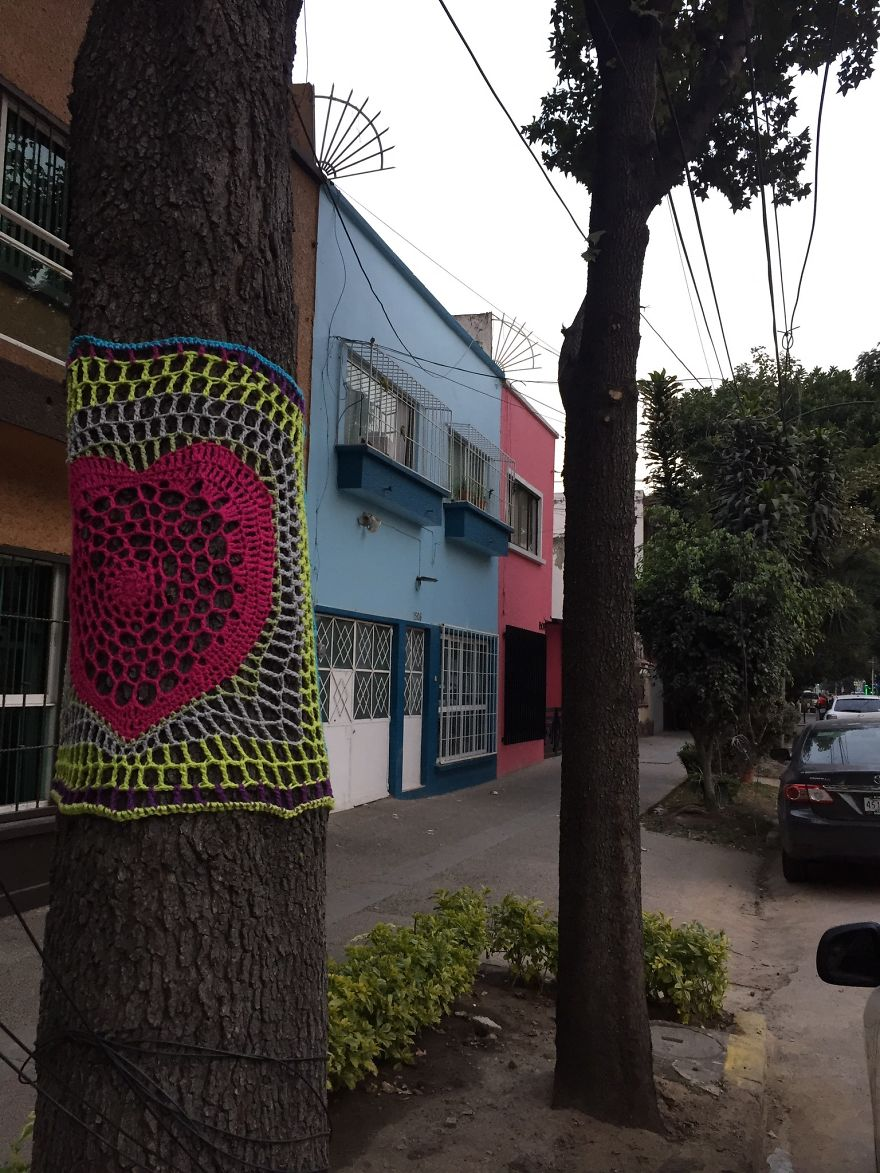 Yarnbombing In Concepcion Beistegui Street, In The Neighborhood Of Narvarte Where 1 Building Collapsed