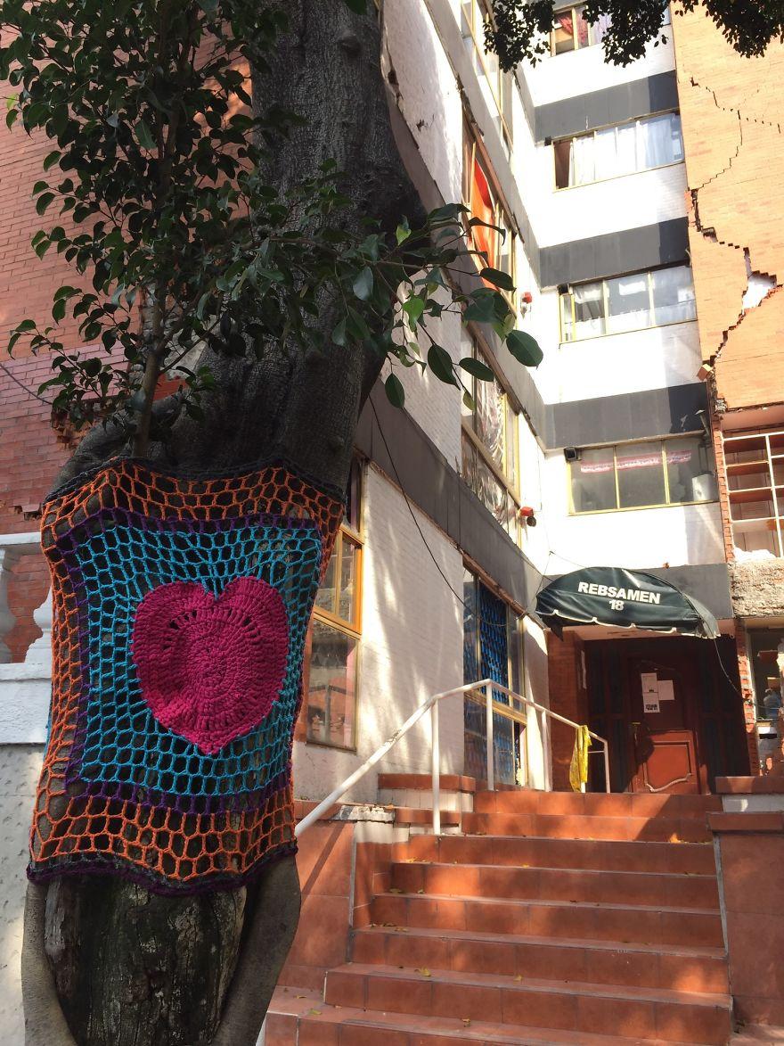 Yarnbombing In Rebsamen Street, In The Neighborhood Of Narvarte Where Several Buildings Were Severely Damaged