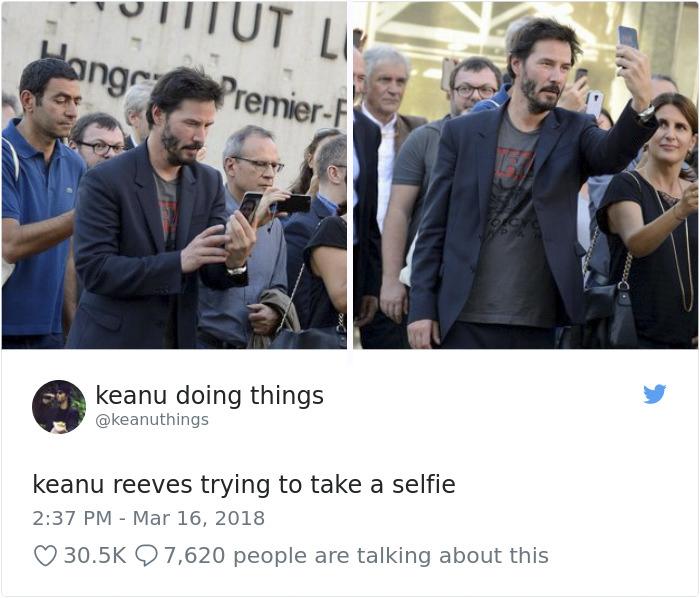 Keanu Reeves intentando hacerse un selfie