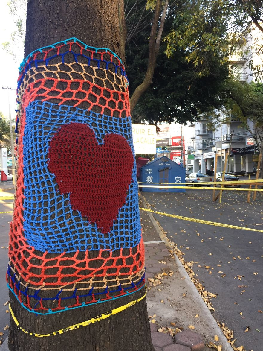 Yarnbombing In Zapata Avenue, In The Neighborhood Of Narvarte Where One Building Collapsed Killing More Than 10 People And Many Others Were Severely Damaged