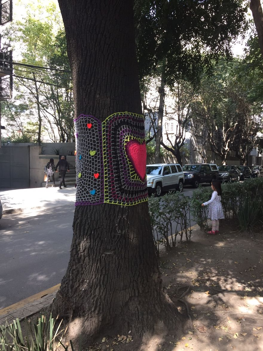 Yarnbombing In Amsterdam Avenue, In The Neighborhood Of La Condesa Where Many Buildings Colapsed And Were Extremely Damaged