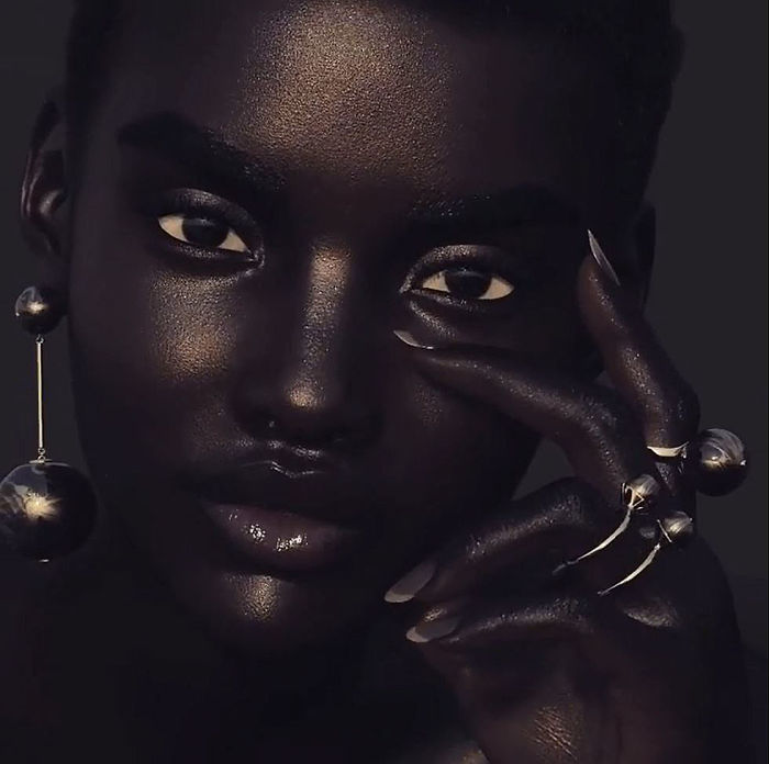 Meet-Shudu-the-black-model-with-the-perfect-beauty-that-will-never-shine-in-fashion-shows-5a9947720c9b9__700.jpg