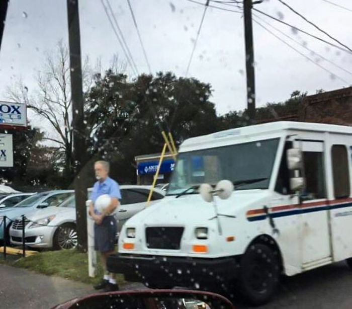 Patriotic Postman Shows Respect In The Rain For A Funeral Motorcade That Was For A Wwii Veteran