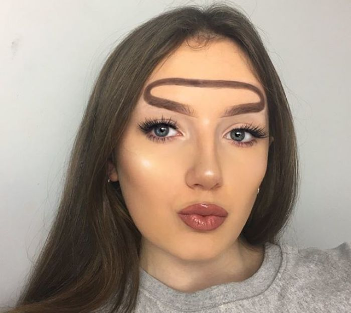 Beauty Blogger Comes Up With Halo Brow 'Trend,' And We Don't Know What To Think Anymore