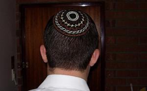 Esta tía judía intentó convencer a su sobrino para que dejara a su novia no judía, y así respondió él