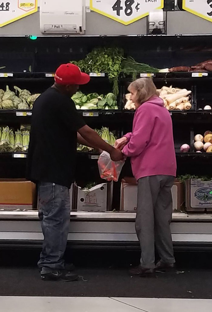 Dude Saw A Little Old Lady Was Having Trouble Bagging Some Stuff So He Stopped And Held Her Bag Open For Her. Small Act But Man Did It Make My Day... And Yes I Absolutely Took A Pic Of 2 Complete Strangers