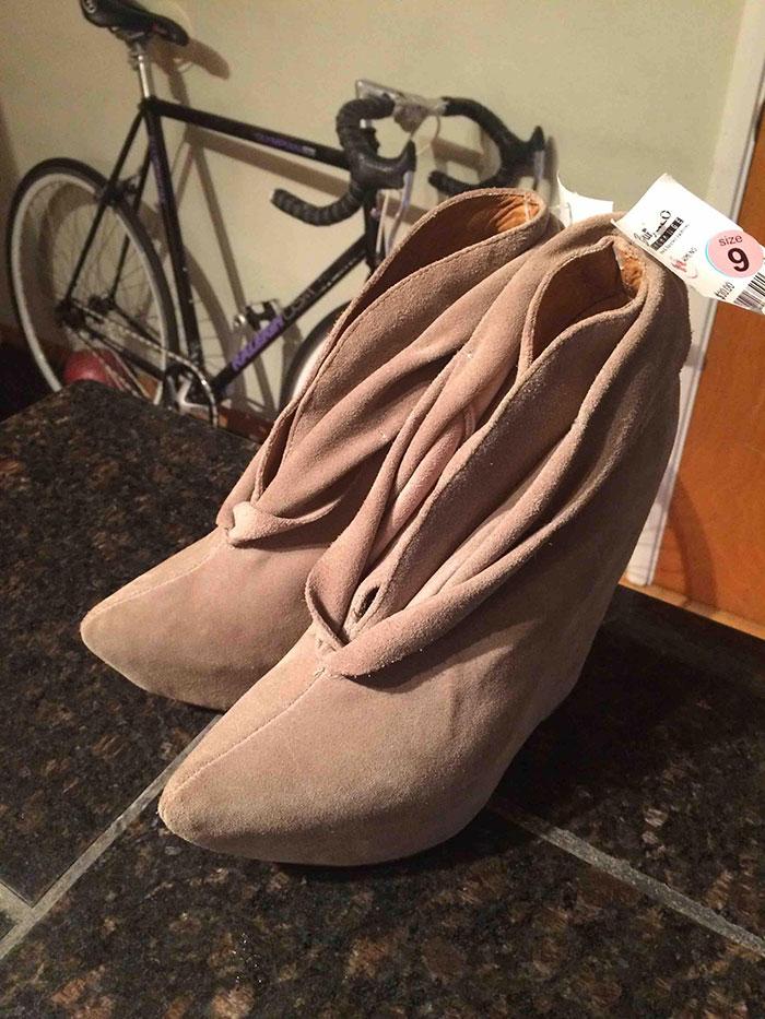 La novia de mi compañero de piso no entendía por qué nos reíamos de sus zapatos