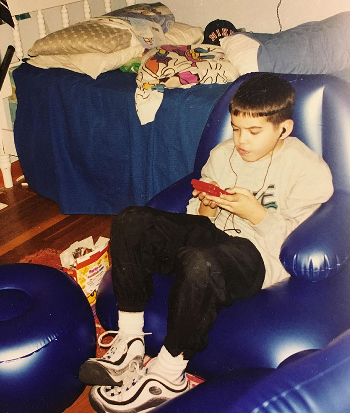 Bowl Cut✔️ Gameboy✔️ Inflatable Furniture ✔️ 90's Were Awesome