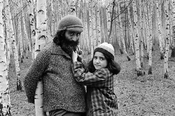 Melvar Melkumyan con su única hija junto a Masha, Asya. Moscú, 1976