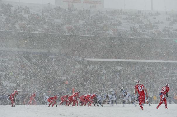 over-35000-Buffalo-fan-at-football-game-5a99e620c296a.jpg