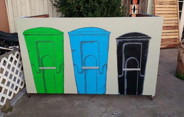 Un vecino se quejó al ayuntamiento porque nuestros cubos de basura no estaban tras una barrera. Ahora lo están