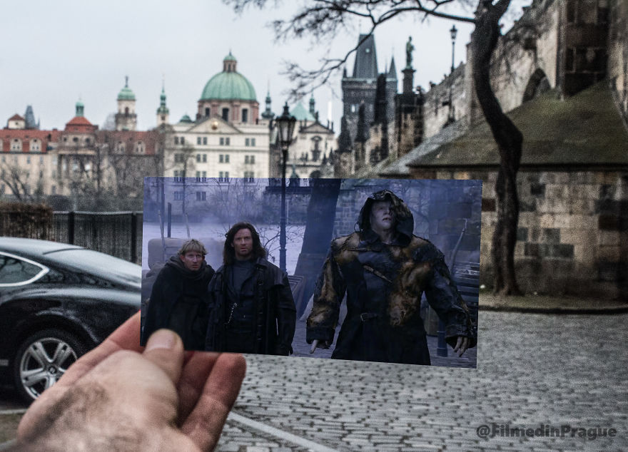 Van Helsing (2004), Hugh Jackman And His Friends Entering The City By Passing Under The Charles Bridge