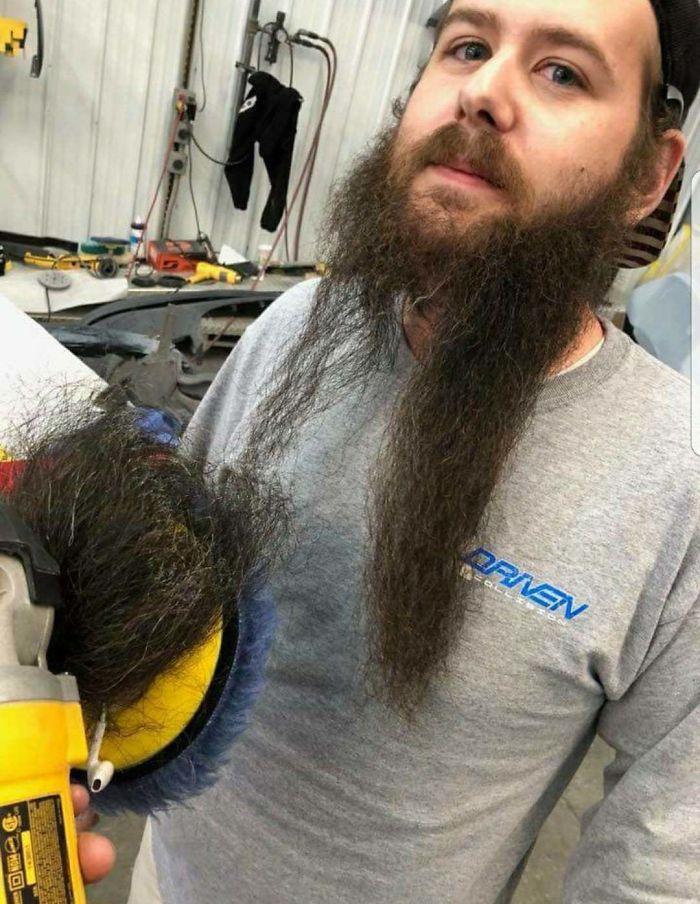 No sabía que teníamos barbero en el taller