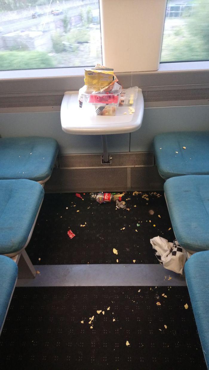 La gente que deja así el tren