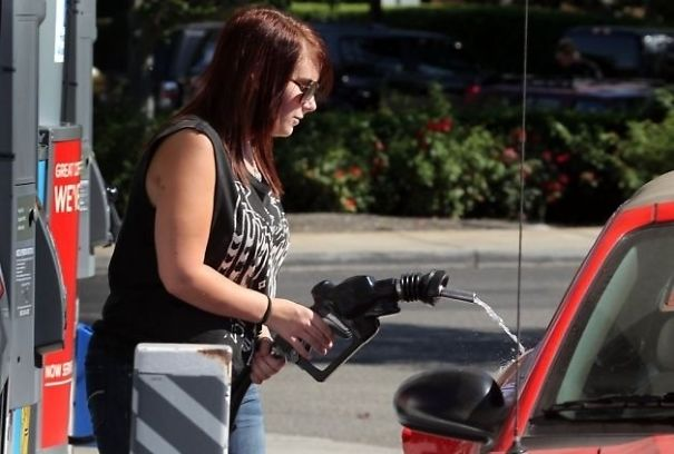 People In Oregon Aren't Allowed To Pump Their Own Gas. This Is What It Looks Like When They Travel
