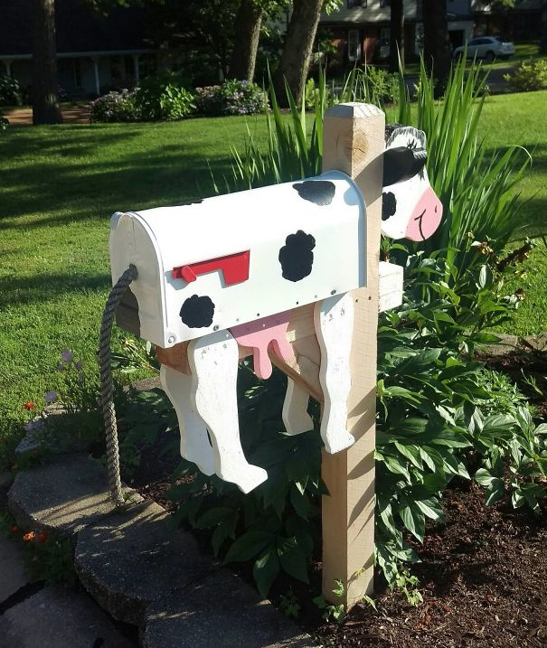 This Cow Mailbox Requires Letters To Go In The Backdoor