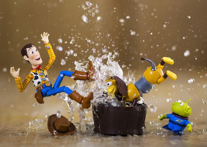 Splash, Spash Woody's Takin' A Bath!