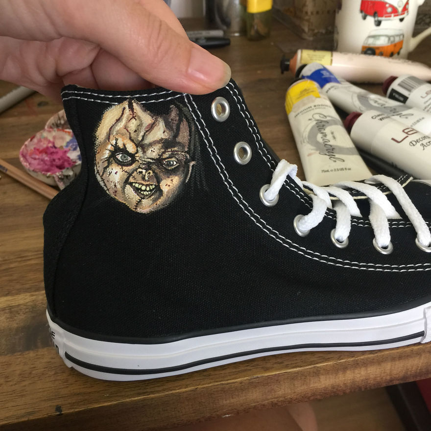 ===Mis zapatillas tienen vida=== I-was-commissioned-to-paint-these-horrorfying-shoes-for-a-young-horror-fan-5ac3667069139__880