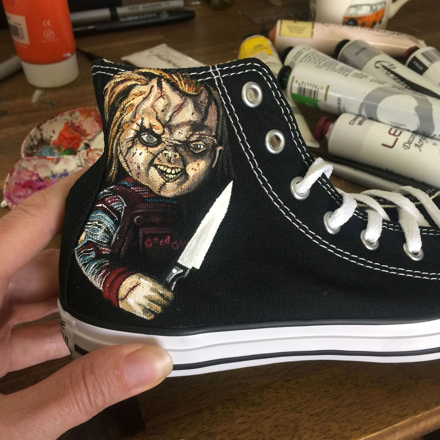 ===Mis zapatillas tienen vida=== I-was-commissioned-to-paint-these-horrorfying-shoes-for-a-young-horror-fan-5ac366734994a__880