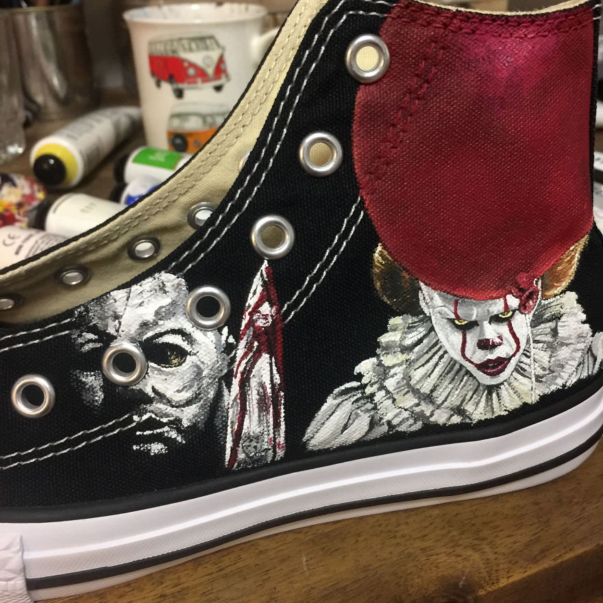 ===Mis zapatillas tienen vida=== I-was-commissioned-to-paint-these-horrorfying-shoes-for-a-young-horror-fan-5ac3667806284__880