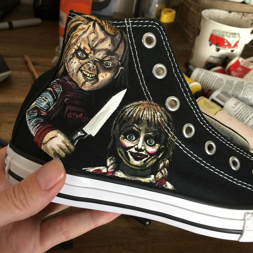 ===Mis zapatillas tienen vida=== I-was-commissioned-to-paint-these-horrorfying-shoes-for-a-young-horror-fan-5ac37dd78b8e0__880