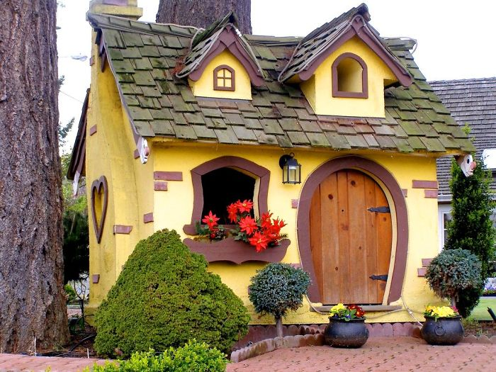 15 Magical Houses Whose Doors Are Portal To The Fairy Tale