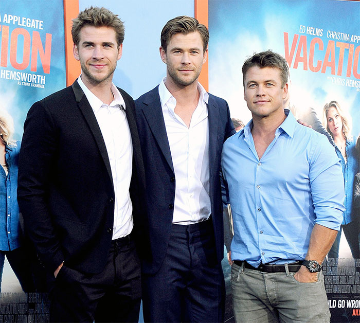 Chris Hemsworth con sus hermanos Liam y Luke