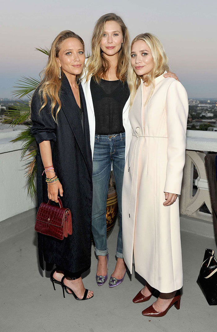 Mary-Kate y Ashley Olsen con su hermana menor Elizabeth