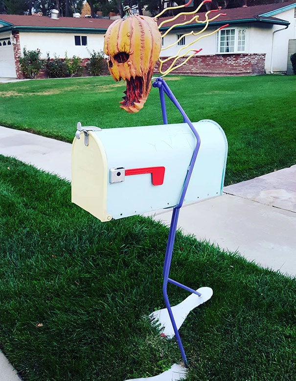 I Have Mixed Feelings About This Mailbox