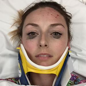 Se vuelve viral esta divertida reseña de un delineador de ojos que sigue intacto tras un terrible accidente de coche
