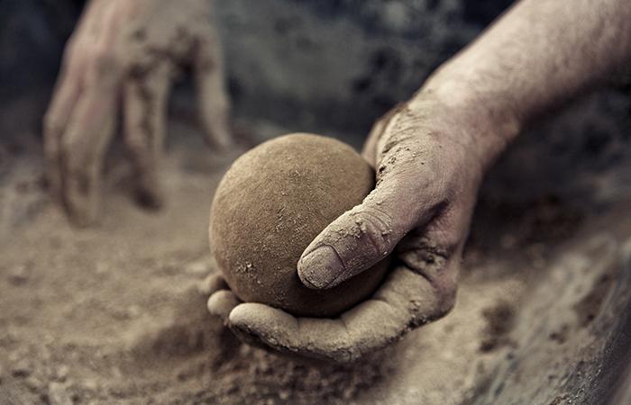 El arte japonés de pulir bolas de barro hasta la perfección es muy satisfactorio