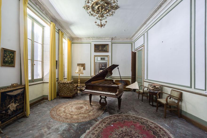 Requiem Pour Pianos 44