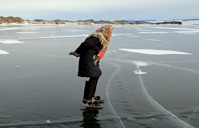 """76 y.o. """"Babushka of Baikal"""" Lives Alone In Siberia And Skates Across Baikal Every Day For A Heartwarming Reason"""