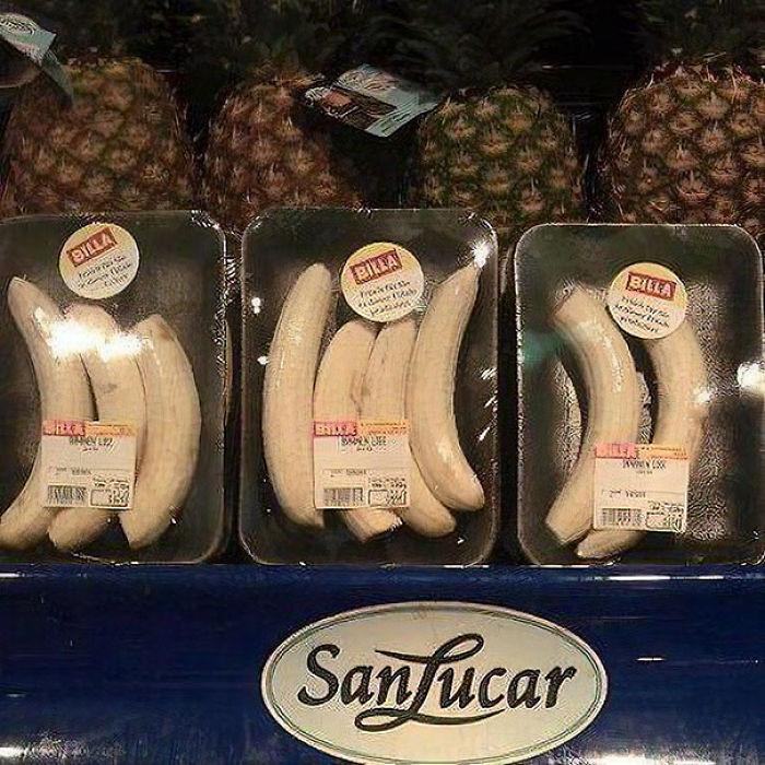 Plátanos pelados envueltos en plástico