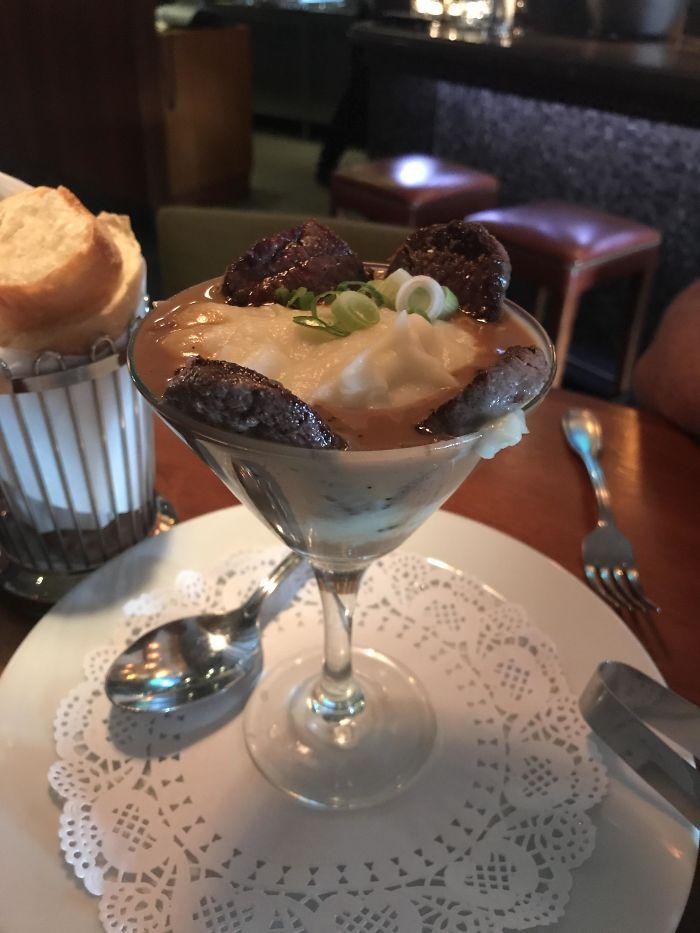 Filete con puré de patatas en copa de Martini