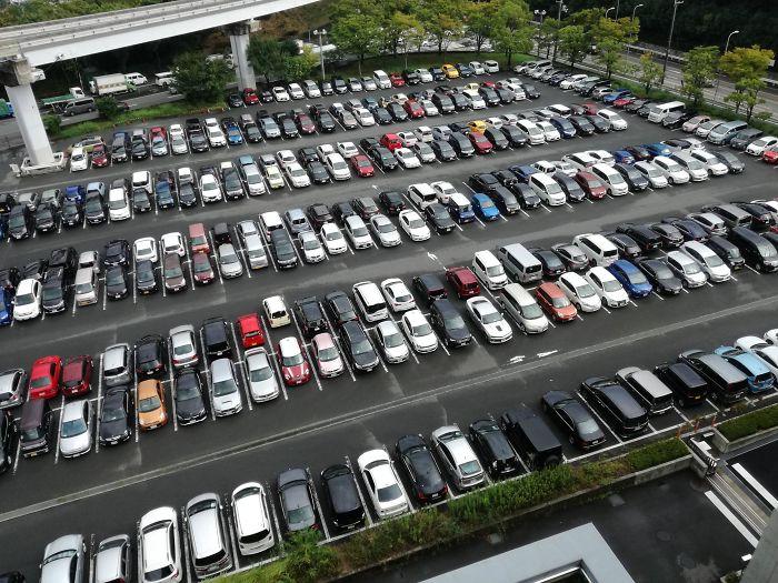 Casi todo el mundo aparca marcha atrás en Japón