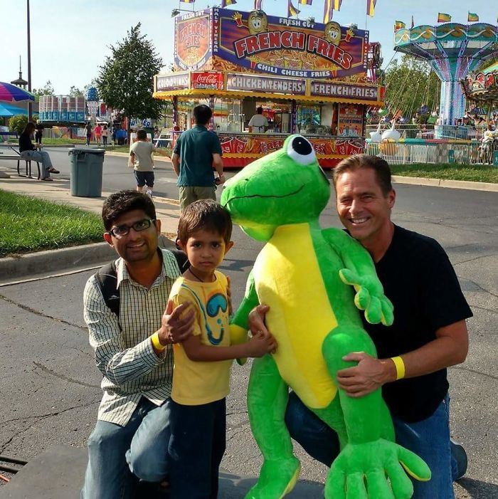 My Dad Is So Amazing At Carnival Games, They Even Tried To Stop Him Playing