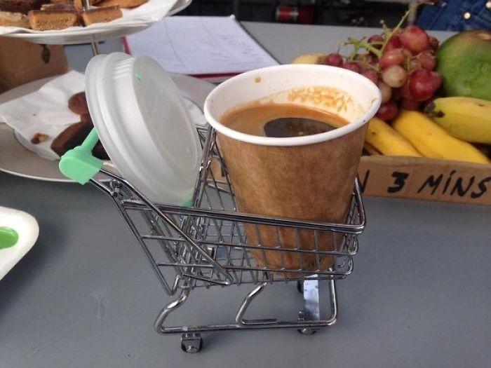 Devuelva el carrito tras beber su café para recuperar su moneda