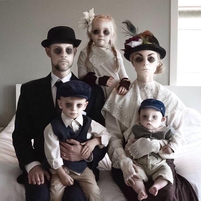 Gak Selalu Formal 21 Inspirasi Pose Foto Keluarga Ini Seru Dan Lucu