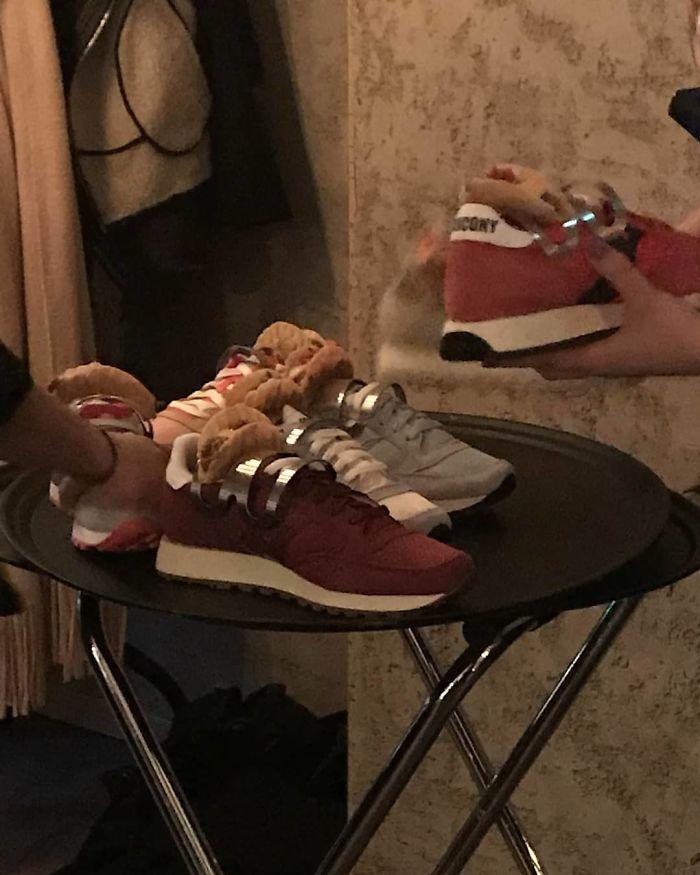 Tacos servidos en zapatos, en un restaurante de Estocolmo