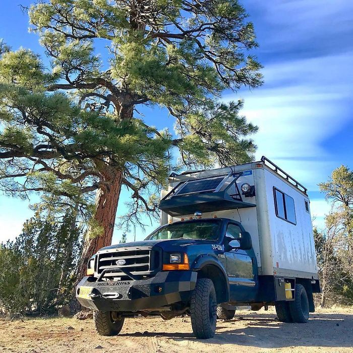 """14 Inspiring Stories Of People Who Chose """"The Vanlife"""" And Left Their Conventional Homes Behind"""