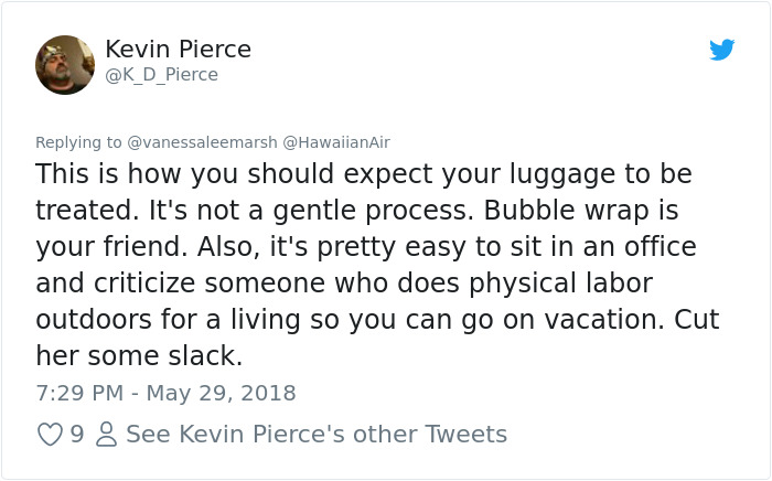 airport-luggage-trowing-hawaiianair-17