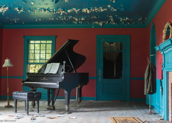 I Found An Abandoned Alice In Wonderland Mansion In New York