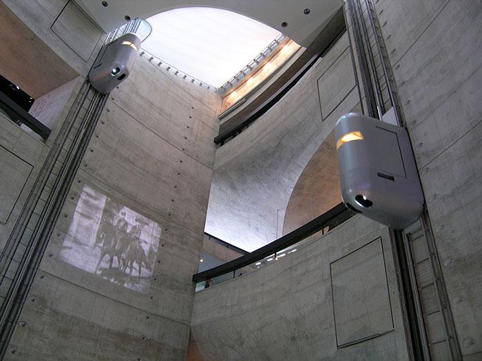 Ascensores en el Museo de Mercedes Benz en Stuttgart