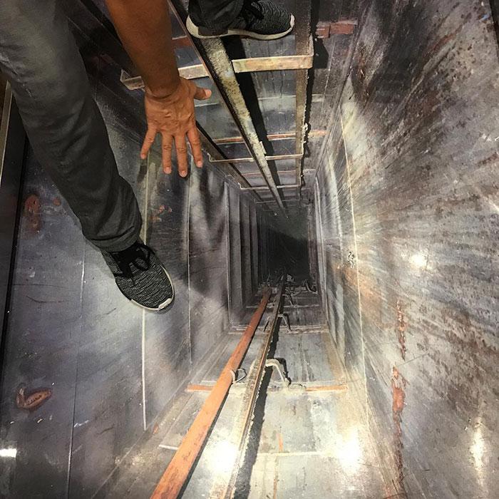 Agárrate bien en este ascensor