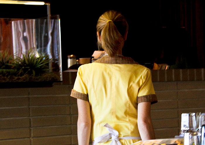 dinner-date-restaurant-bad-size-of-tips-offended-waitress-1