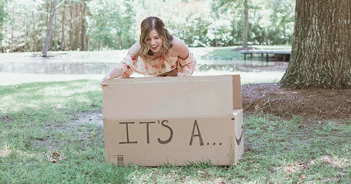 Wife Scares Husband By Telling About Gender Reveal Shoot, But Then Her Pics Take Unexpected Twist