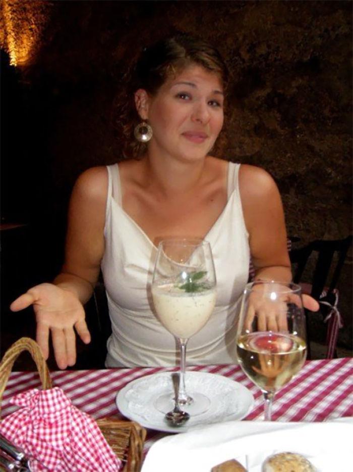 ¿Tengo que sorber la sopa de una copa de vino?